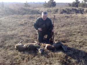 Vadászattal kapcsolatos munkát keres, szakképzetlen vadász.