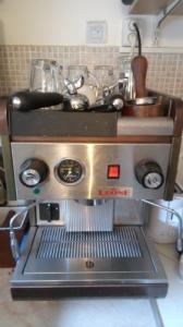 Professzionális, ipari kávéfőző és daráló csere fegyverre