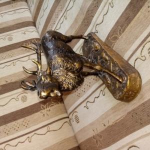 Szarvas agancs trófea szobor