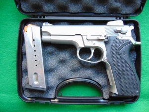 Smith & Wesson 5906 Sportfegyver.