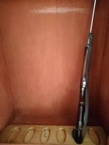 Antik fegyverszekrény