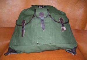 Vadász hátizsák három zsebbel