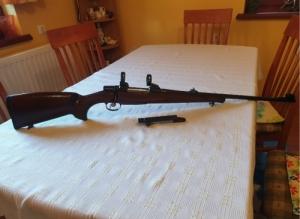 CZ550 .30-06 szerelékkel és lőszerrel