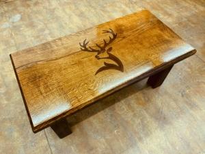 Tömörfa asztalok, műgyantával, egyedi igények szerint