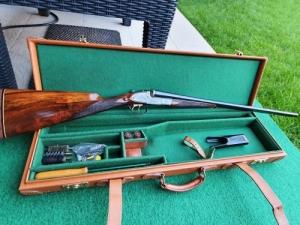 Míves angol 20-as dupla puska bőr kofferral