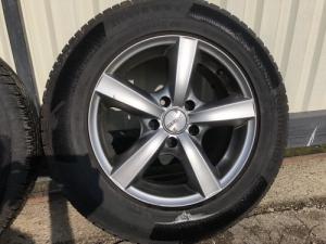 Nissan X-TRAIL téli gumi felnire szerelve
