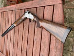 Browning B25 Oldallemezes , vésett , 81cm cső
